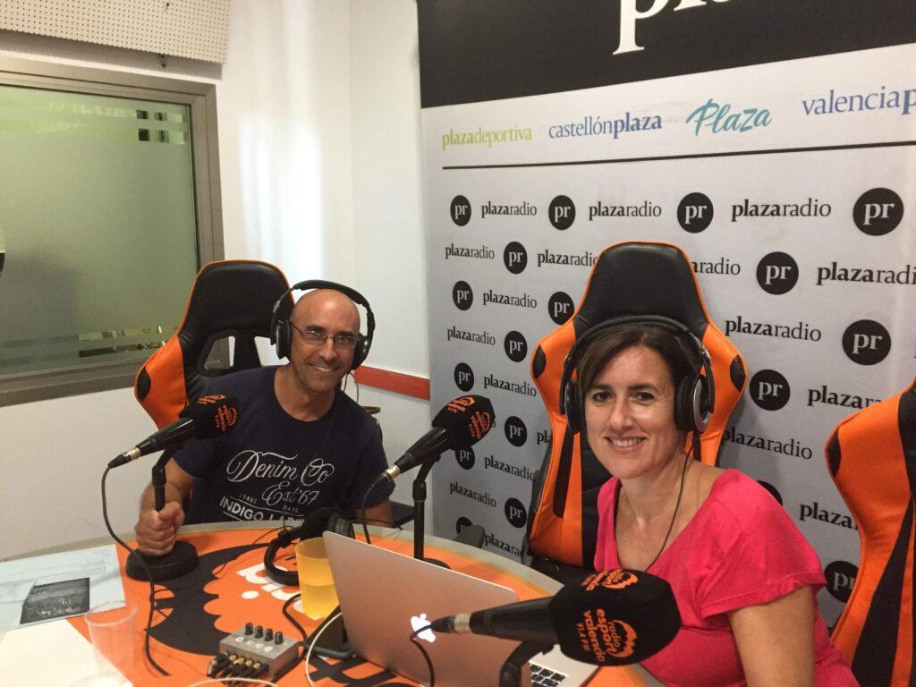 Entrevista en la radio sobre el Country en Valencia. Justo y Maria José. --JustoyMJose--
